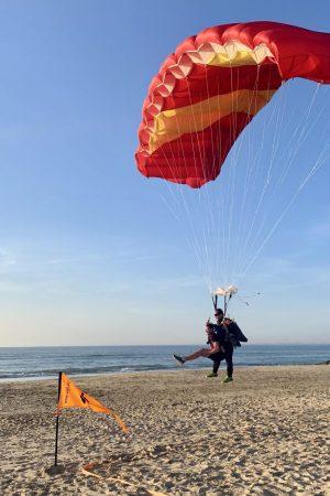 Saut en parachute et atterrissage sur la plage de Soulac